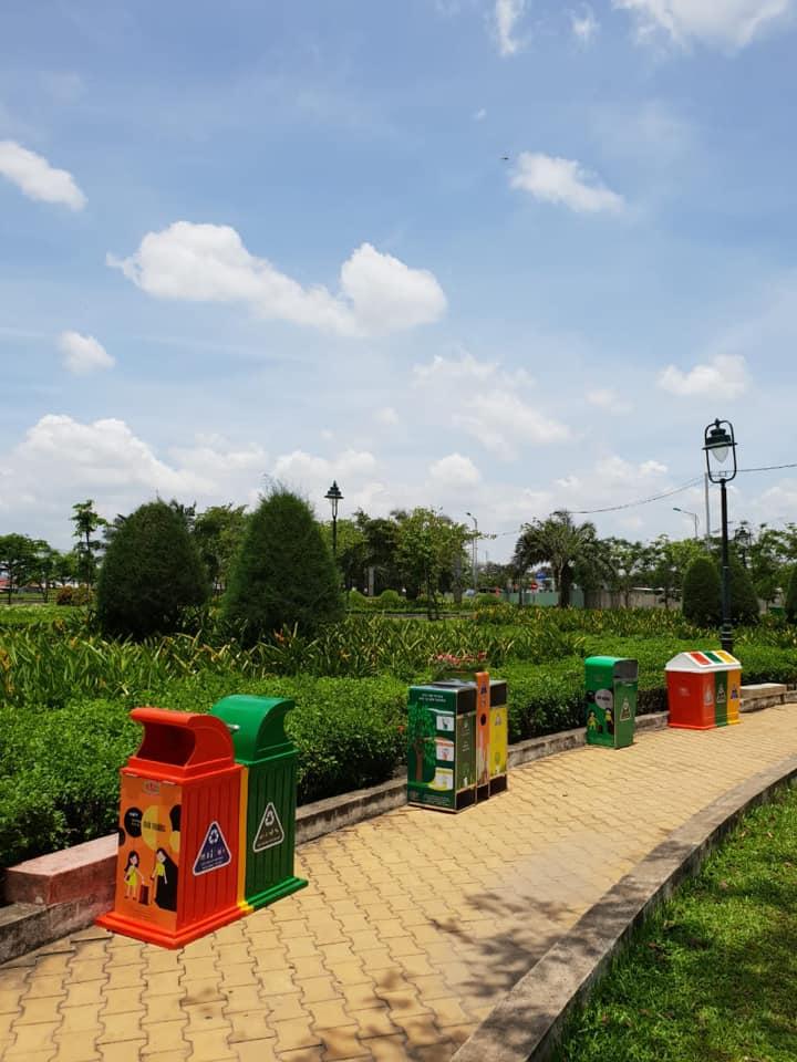 Thùng rác có nhiều kieur dáng, mẫu mã phù hợp mỹ quan đô thị